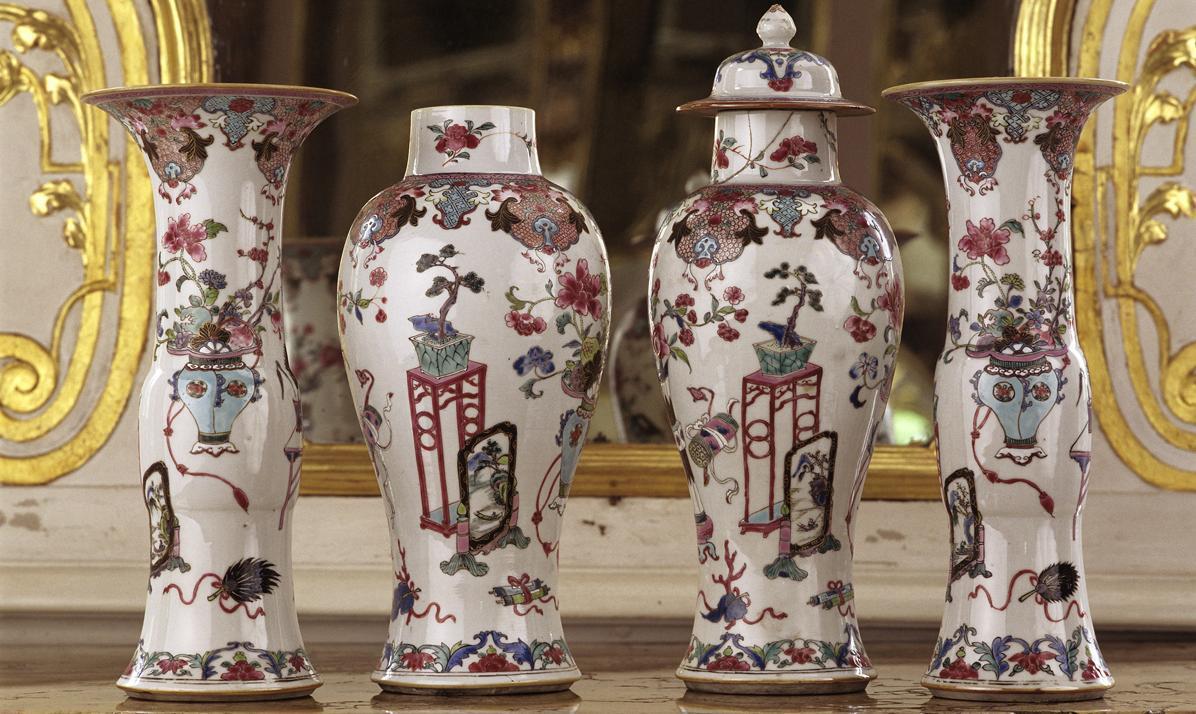 Chinesische Porzellane der Famille rose im Spiegelkabinett von Schloss Favorite Rastatt; Foto: Staatliche Schlösser und Gärten Baden-Württemberg, Steffen Hauswirth